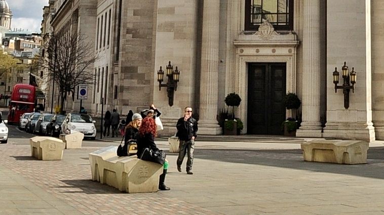 freemasons_hall_london_-_camden_benches